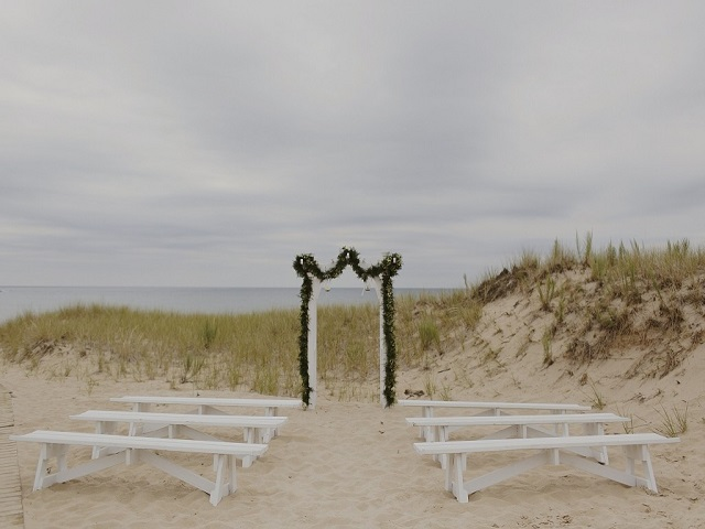 8 Wedding Ceremony with Benches