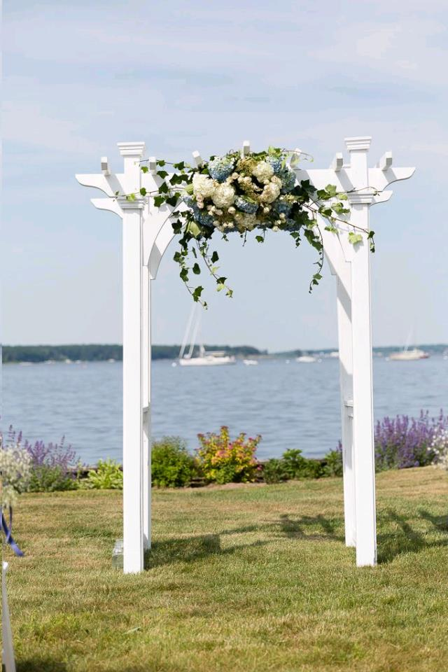 Where to find ARCH TRELLIS WHITE WOOD in Grand Haven